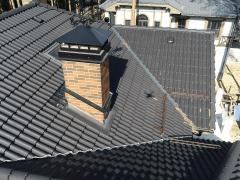 Крыша дома с ЦП черепицей