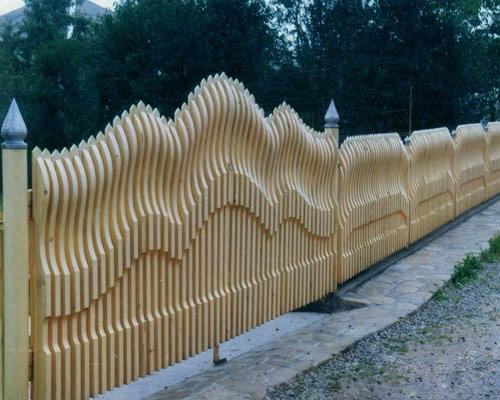 Забор из профнастила своими руками на фундамент